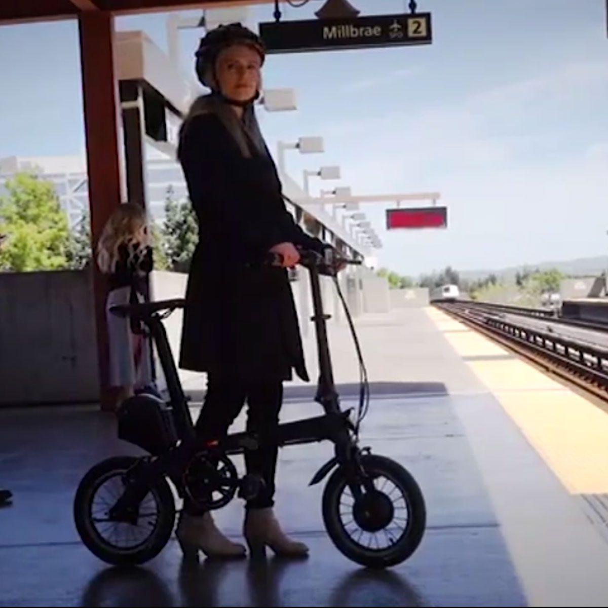 bici elettrica con telaio in fibra di carbonio